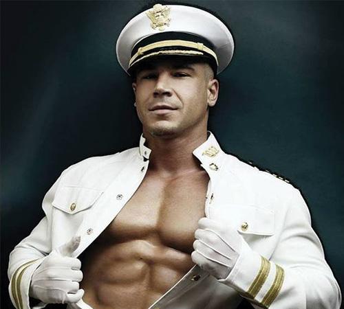 stripteaseur homme marin