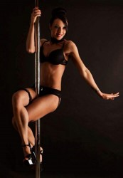 Stripteaseuse à la barre