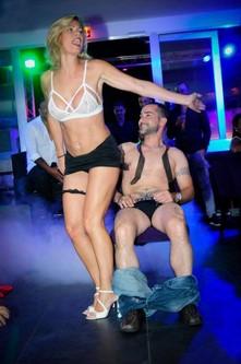 Stripteaseuse pour futur marié