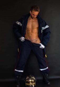 Gogo Danseur à domicile en tenue de pompier dans le Rhône