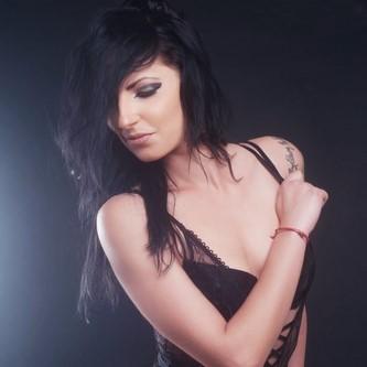 stripteaseuse robe noire