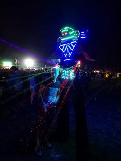 Des lasers dans une foule lensoise