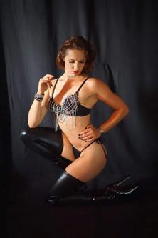 Stripteaseuse anniversaire sexy Saint Nazaire